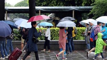 3縣市大雨特報!全台多雲涼爽 中南部山區防大雨
