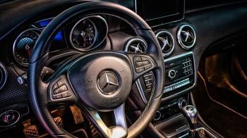 妻有駕照竟問:煞車是哪邊?他嚇到想賣車