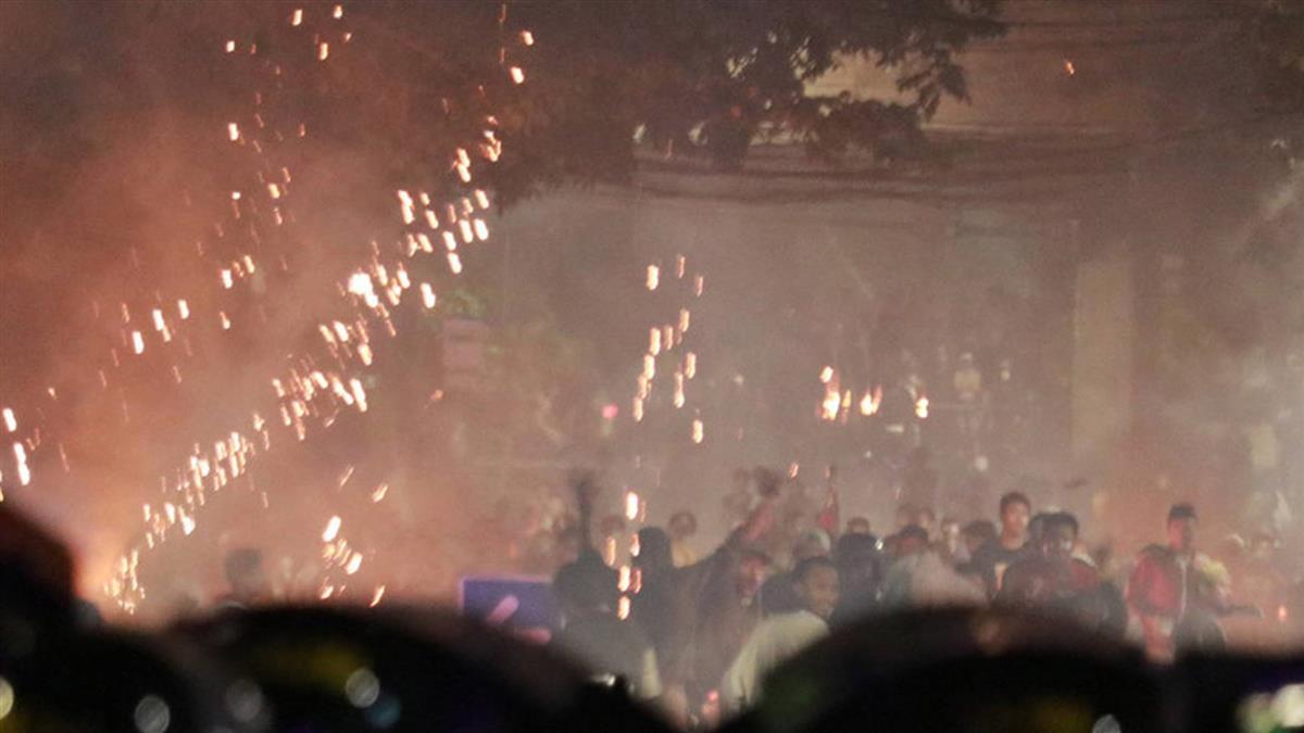 印尼群眾縱火遭驅離 已6死逾200傷