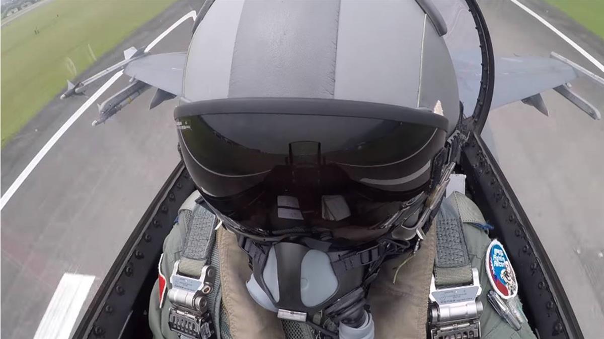 空中直擊震撼瞬間!F-16射響尾蛇飛彈