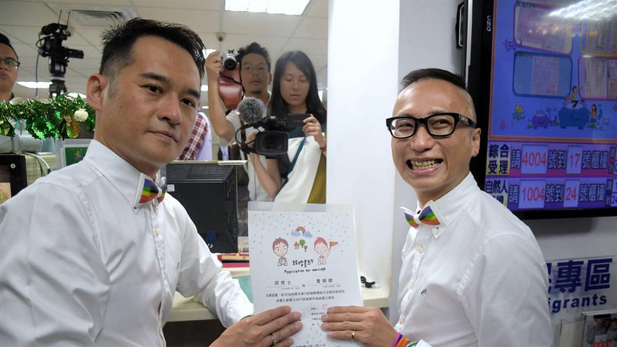 同婚登記首日 內政部:截至上午10時已有166對