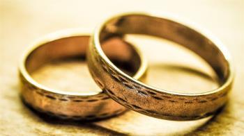 相戀21年終完婚!88歲母送金戒喜喊:多一兒