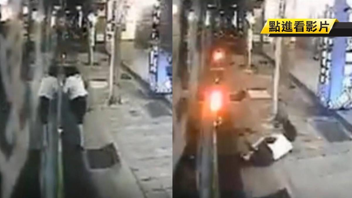啊!乘客後門上車遭夾 拋飛公車外雙膝著地傷