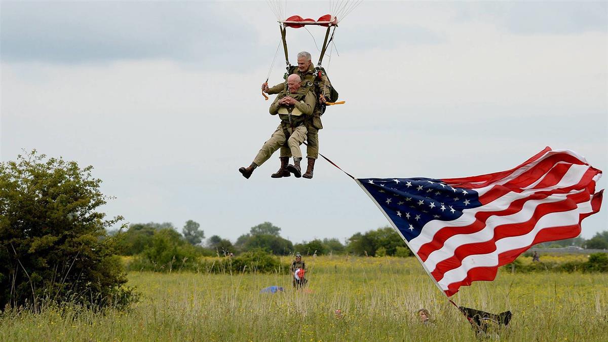 97歲美國二戰老兵  跳傘紀念諾曼第登陸75週年