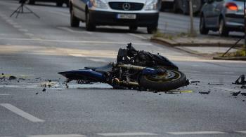 30歲男摔車遭斬首!頭顱噴飛6公尺 濺血慘死