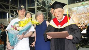 熊仔爺爺95歲博士畢業!奶奶曾破世界紀錄