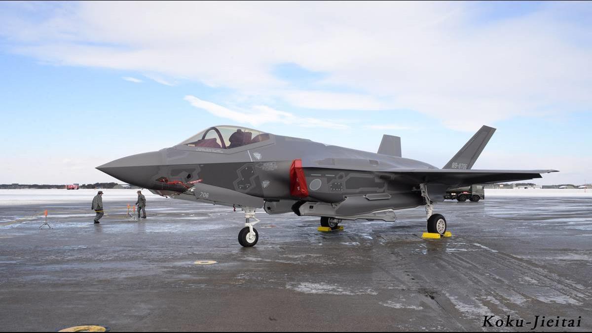 空間迷向墜海?日F-35A疑引擎全開高速撞海