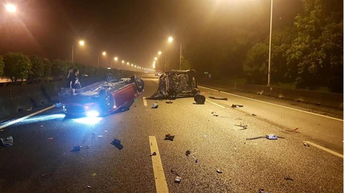 國道翻覆意外!轎車碰撞客運 駕駛拋飛車外亡