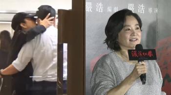 林青霞逛精品店 熱情親吻型男臉頰…牽小手