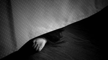 不滿41歲女友睡同事家!20歲男抓狂勒斃