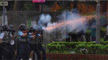 香港警方動用催淚彈橡膠彈清場 反送中多人傷