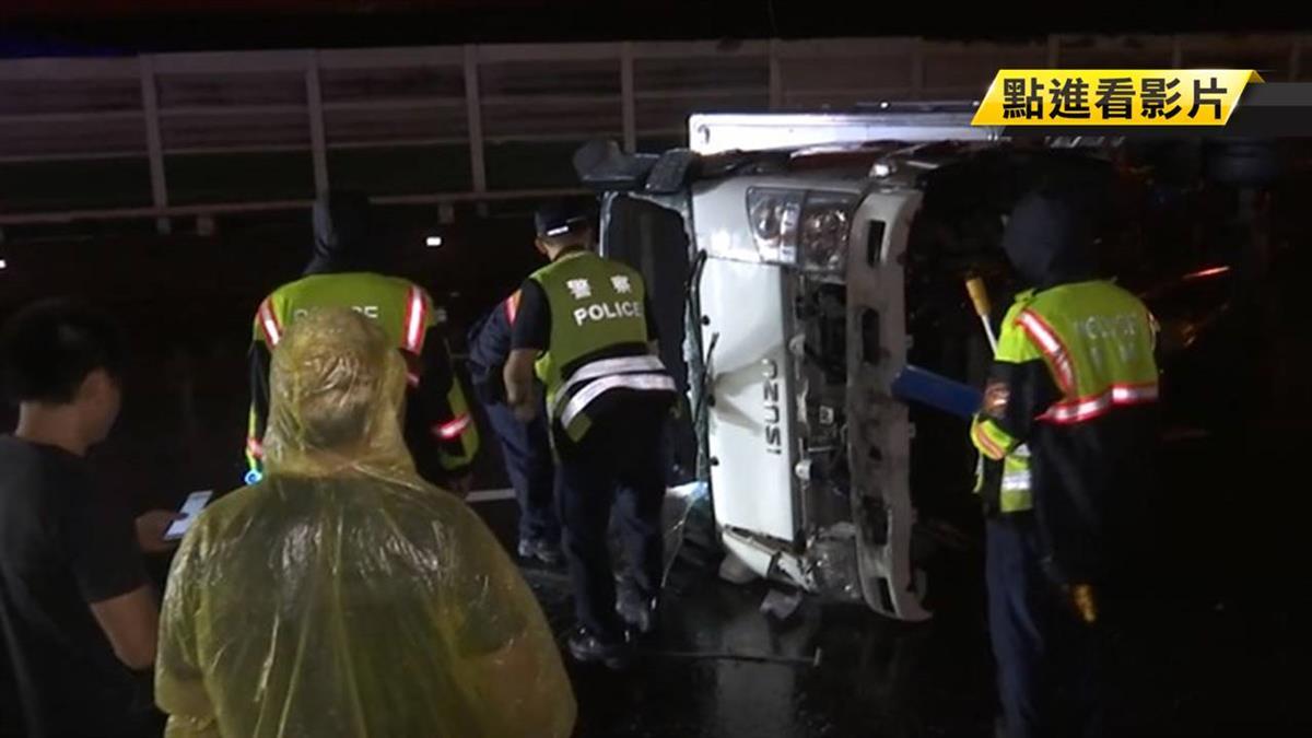 國道三號疑大雨翻車 夫妻、2歲童一度受困
