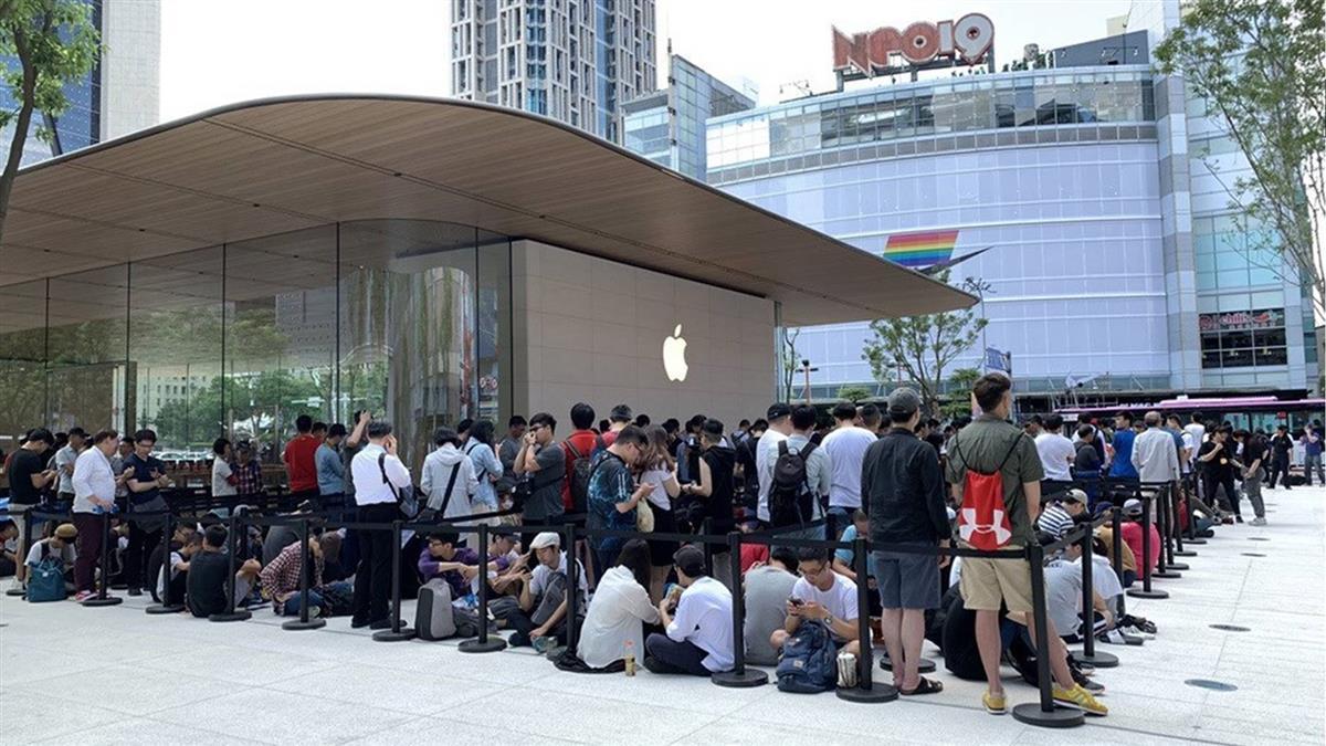 蘋果信義A13直營店開幕!果粉排20小時搶頭香