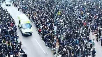 反送中 百萬黑衣人讓道救護車!31秒影片超震撼