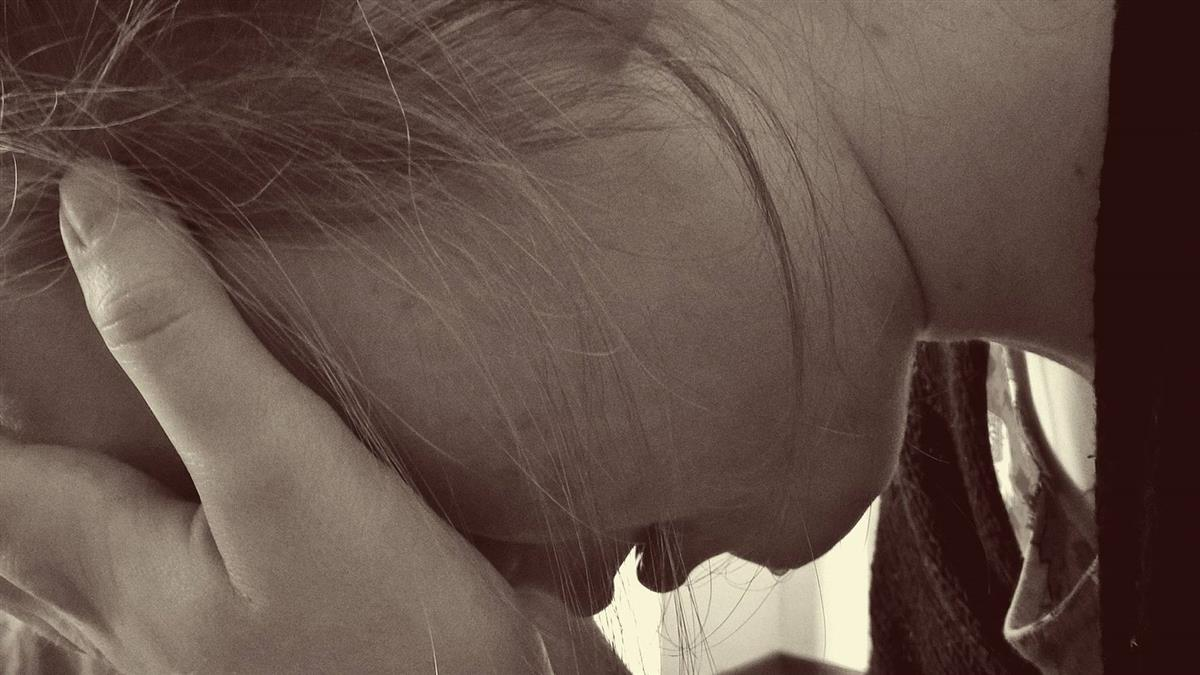 堂妹被禿男偷舔下體!她淚訴:9歲就被性侵