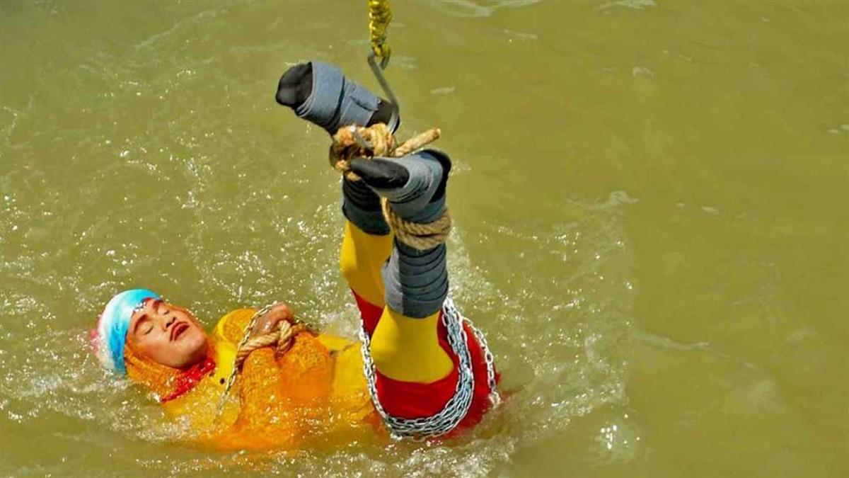 魔術師6枷鎖跳恆河…1天後浮出河面 嚇壞村民
