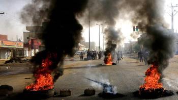 蘇丹血腥鎮壓!軍人性侵無辜女子 一片藍撫慰群眾