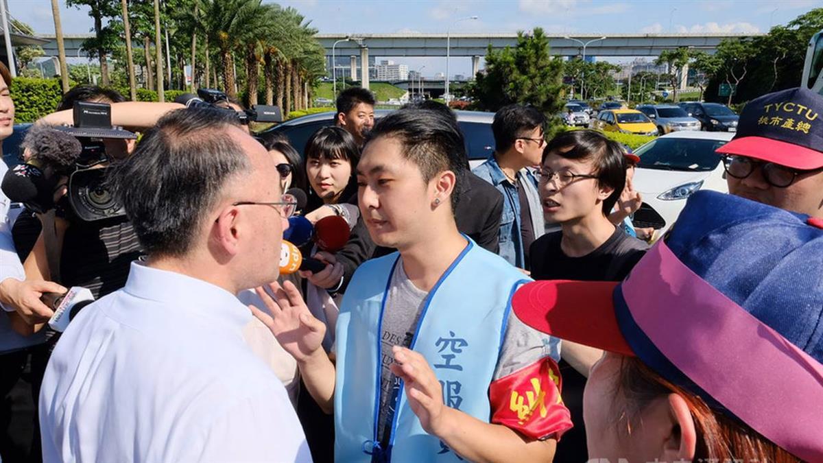 空服員罷工桃園集結 長榮航運大樓外零星衝突