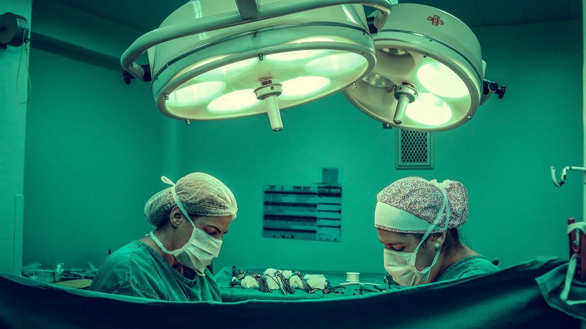 手術中放慢歌遭嫌!醫改播嗨歌:血像噴泉…