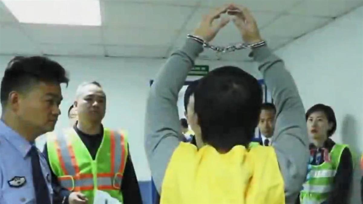 218詐騙犯喊「我是台灣人」 仍遭上銬送中