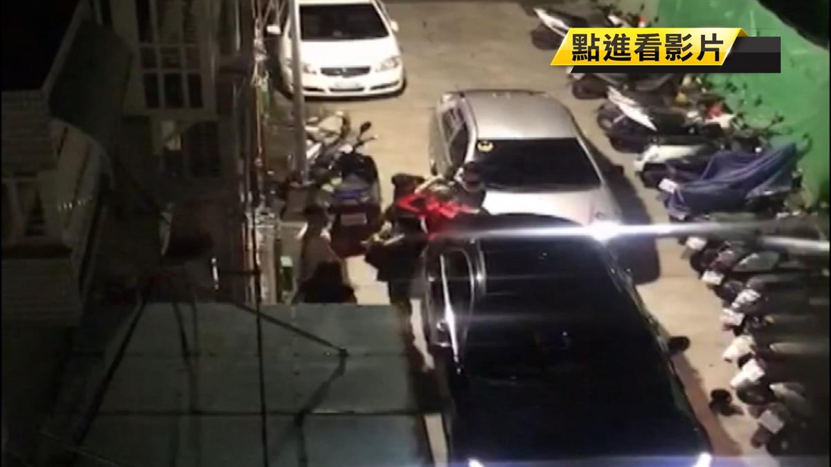 車禍碰撞糾紛?女女上演全武行 巷內大打出手