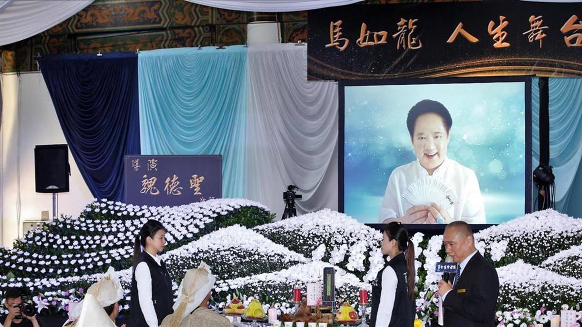 馬如龍80歲告別式 沛小嵐淚崩 8子女噴淚送行