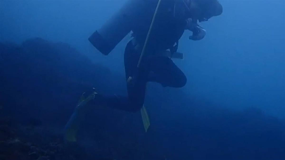 基隆潮境潛水勝地 網控師生教學踩踏珊瑚礁