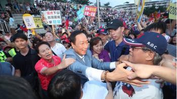 郭台銘園遊會湧10萬人!砲轟小英爸炒地皮