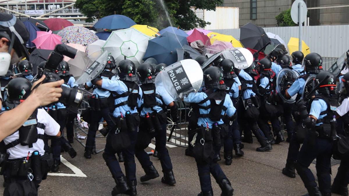 七一移交22週年 港警胡椒噴劑對付示威者