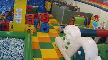 2M高溜滑梯墜地!台中三井爆意外 6歲女童急送醫