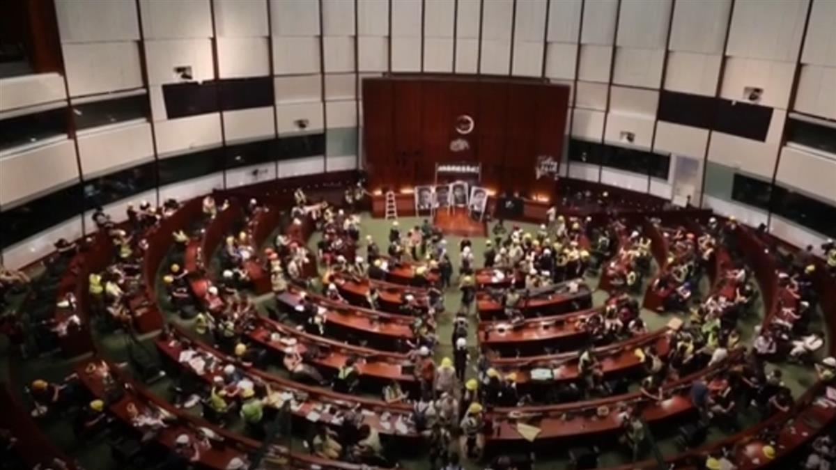 抗議群眾占領立法會事件後  港警展開逮捕行動