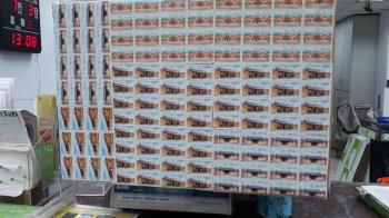 寄13KG包裹…她尷尬貼滿496張郵票 網笑噴