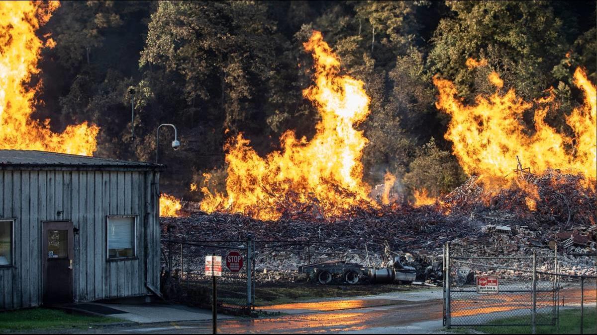 雷劈陷火海!威士忌酒廠4.5萬酒桶全燒光損93億