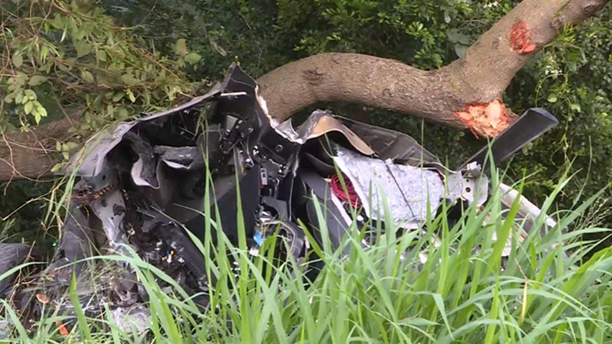 疑車速過快!小客車國道撞護欄 車斷2截駕駛亡