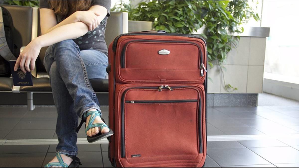 行李超重8公斤!超狂爸避罰款把15件衣服全穿上身