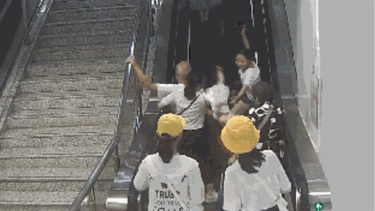 坐電扶梯!老翁一動作 害5月嬰噴飛重摔
