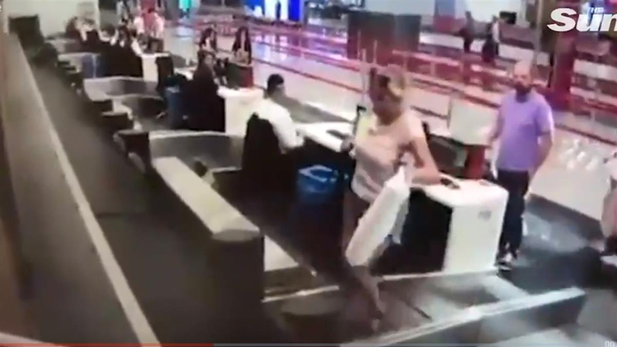 首出國太興奮!女辦完登機 直接走上行李輸送帶