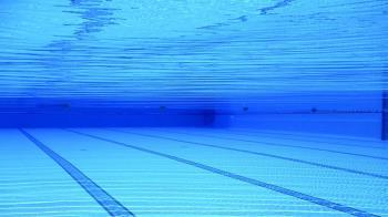 游泳池消毒水味重?3種混合體…真相超嚇人