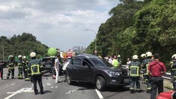國道3號5車追撞!4人送醫 6歲男童送醫不治