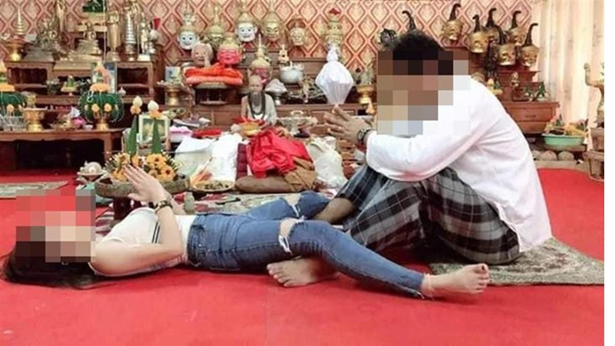 招桃花?女信徒躺地腿開開 師父狂摸胯下作法