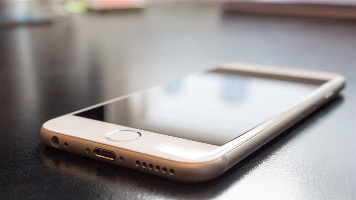 用iPhone 6看影片突起火!美11歲女童險燒傷
