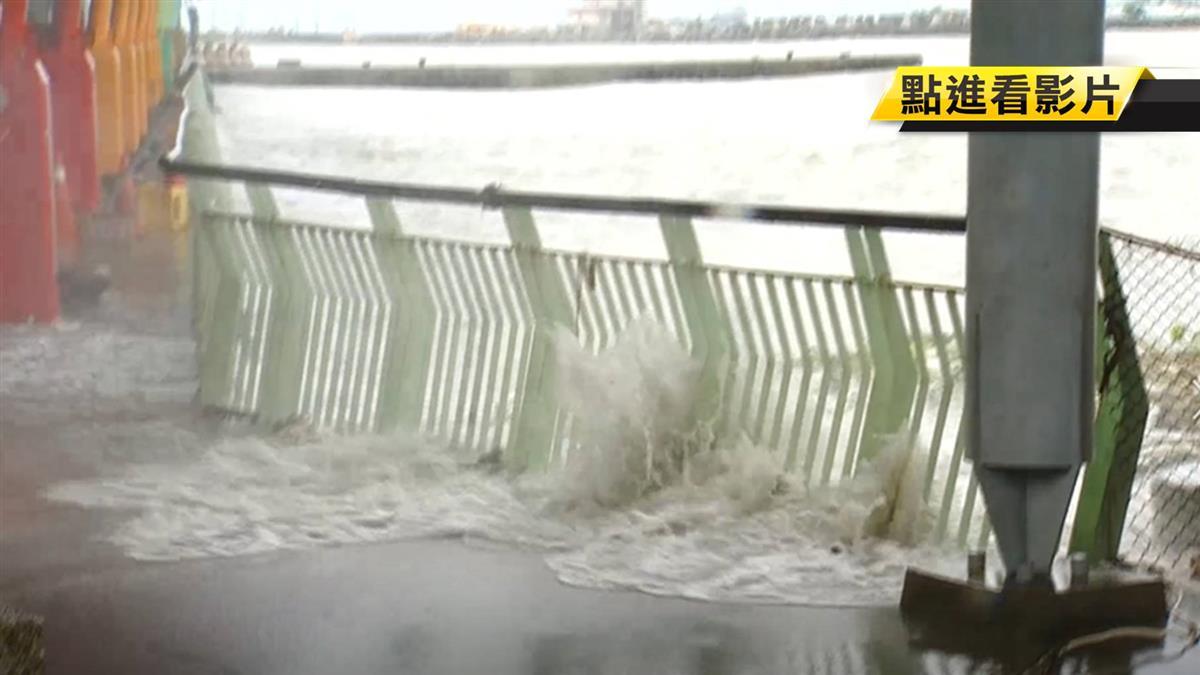 不怕低壓帶影響!東港風浪漸大 民眾冒險搭船