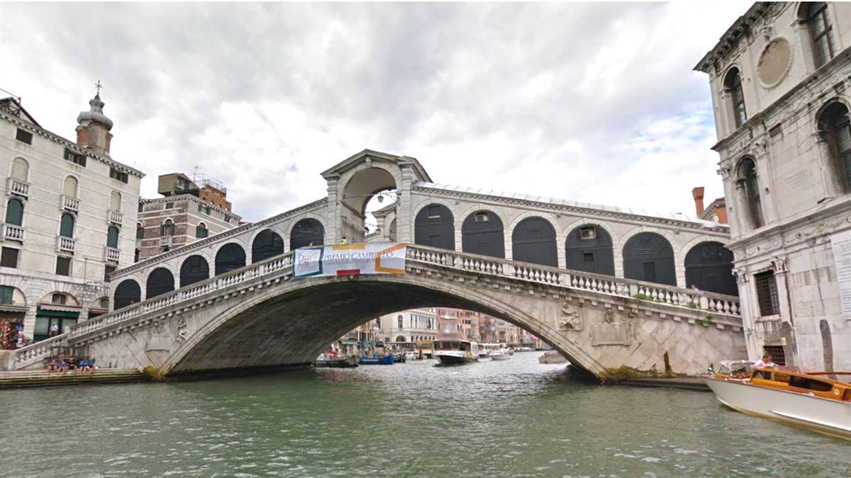 新法開鍘!威尼斯景點泡咖啡 2遊客遭罰3萬元
