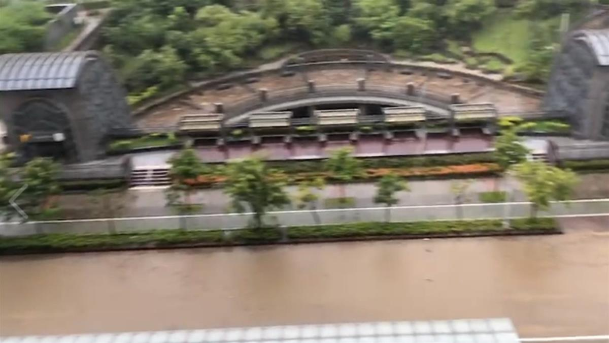 轟天雷雨!大安時雨量破百 網:漂漂河?