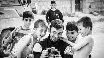 用相機記錄戰火 23歲敘利亞記者遇空襲身亡