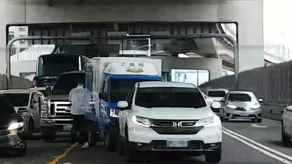 總統國安人員車隊 驚傳高架追撞