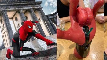 超糗!蜘蛛人飲料杯神帥 他爽喝下秒…眼遭爆擊