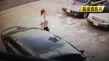 雙B車停門口!口罩女手持汽車遙控 花五秒開走
