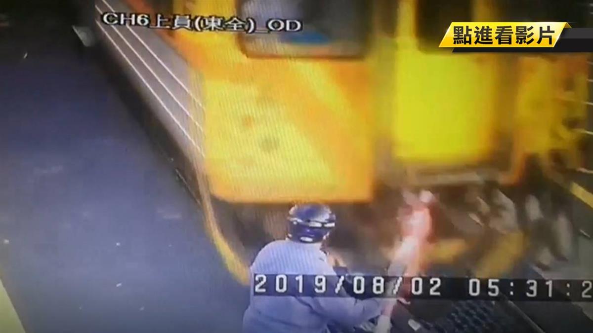 僅3秒!8旬翁撞平交道柵欄 列車逼近秒撞飛