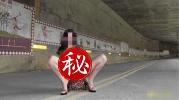 美魔女穿薄紗露3點!裸拍族攻佔知名景點